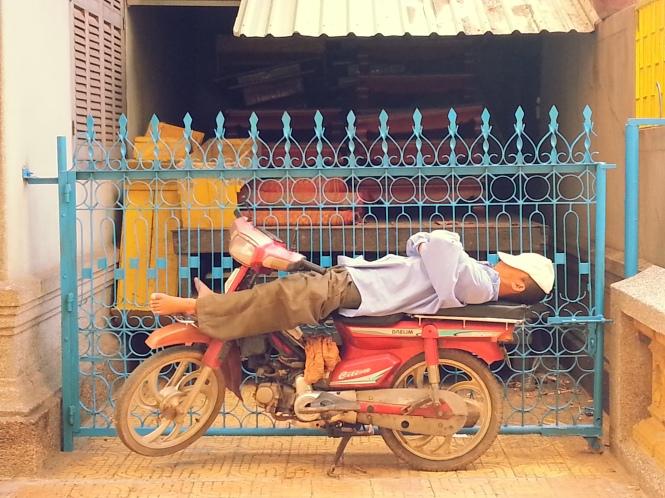 Durmiendo la siesta en Phnom Penh. Camboya.