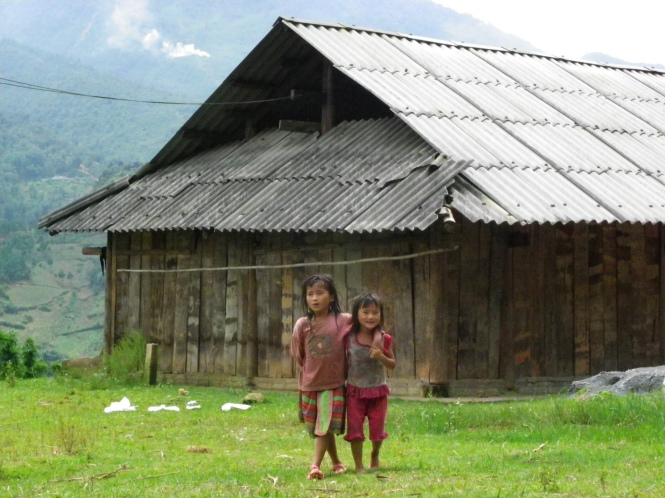 Niñas cerca de Ta Phin. Vietnam.