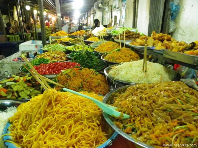 Delicioso buffet vegetariano en Luang Prabang